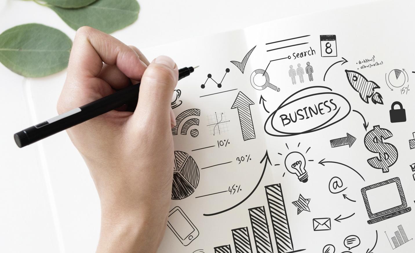 Hand mit Stift auf Businesskreislauf Zeichnung